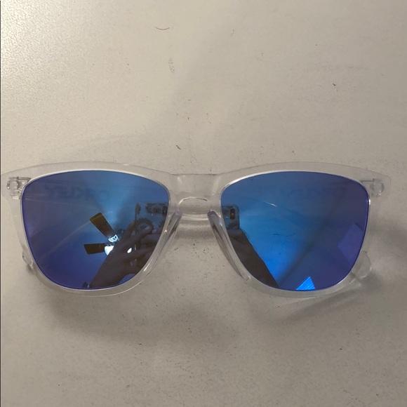 7d06f7c23822a Oakley frogskins clear blue mirror. M 5c7eb4d46a0bb7d2a0fe6472